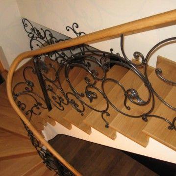 Laiptai su kalvio darbo tvorele BE 10