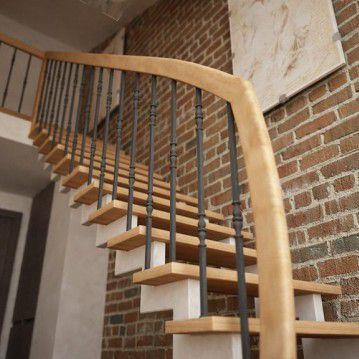 Laiptai ant dviejų metalinių laiptasijų MT 16