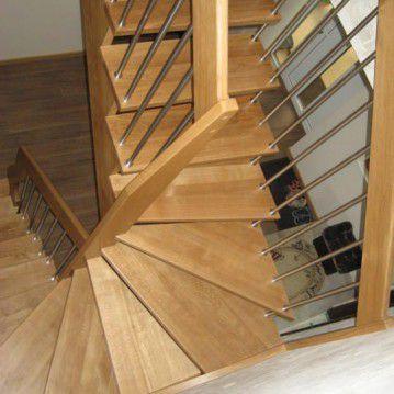 Sąvaržiniai laiptai sunerūdijančio plieno tvorele SA 81