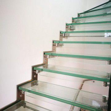 Stikliniai laiptai su nerūdijančio plieno turėklu ST 07