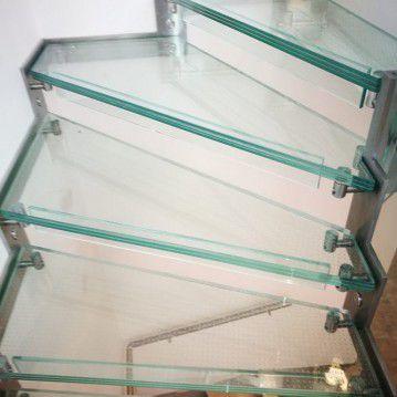 Stikliniai laiptai su nerūdijančio plieno turėklu ST 11