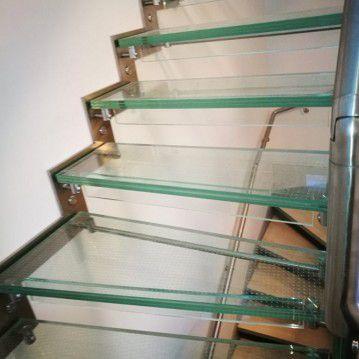 Stikliniai laiptai su nerūdijančio plieno turėklu ST 18