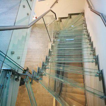 Stikliniai laiptai su nerūdijančio plieno turėklu ST 22