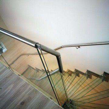 Stikliniai laiptai su nerūdijančio plieno turėklu ST 23