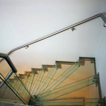 Stikliniai laiptai su nerūdijančio plieno turėklu ST 24