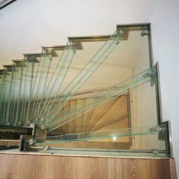 Stikliniai laiptai su nerūdijančio plieno turėklu ST 25
