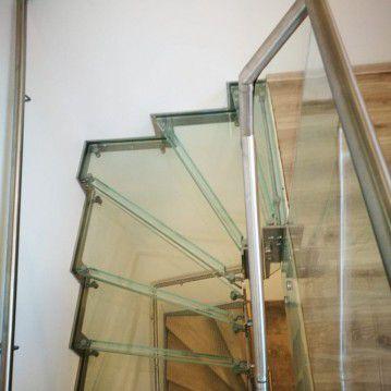 Stikliniai laiptai su nerūdijančio plieno turėklu ST 28