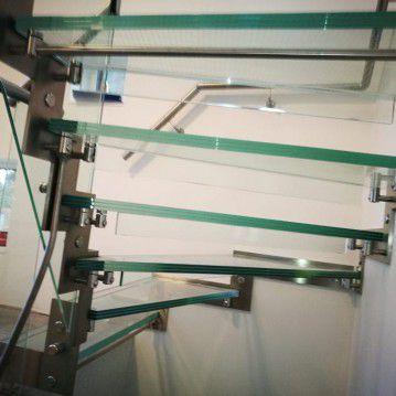 Stikliniai laiptai su nerūdijančio plieno turėklu ST 36