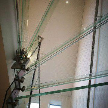 Stikliniai laiptai su nerūdijančio plieno turėklu ST 37