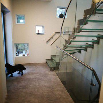Stikliniai laiptai su nerūdijančio plieno turėklu ST 40