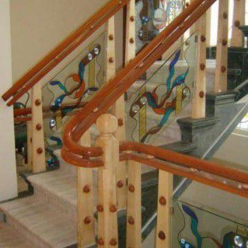 Dekoruoti stikliniai turėklai su mediniu porankiu ST 41