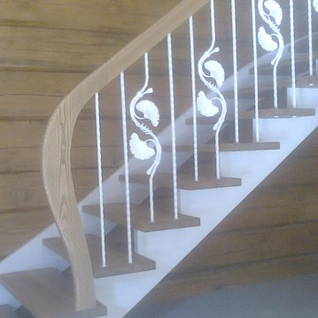 Laiptai ant medinės konstrukcijos ME 49